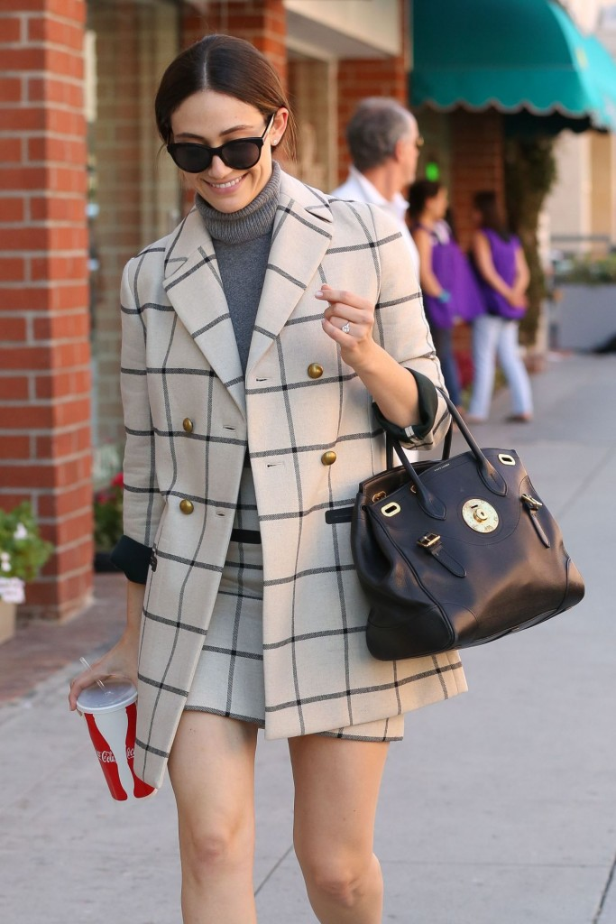 emmy-rossum-out-in-beverly-hills-october-2015_8