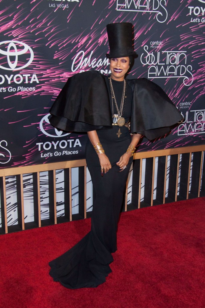 erykah-badu-2015-bet-soul-train-awards-at-the-orleans-arena-in-las-vegas_4