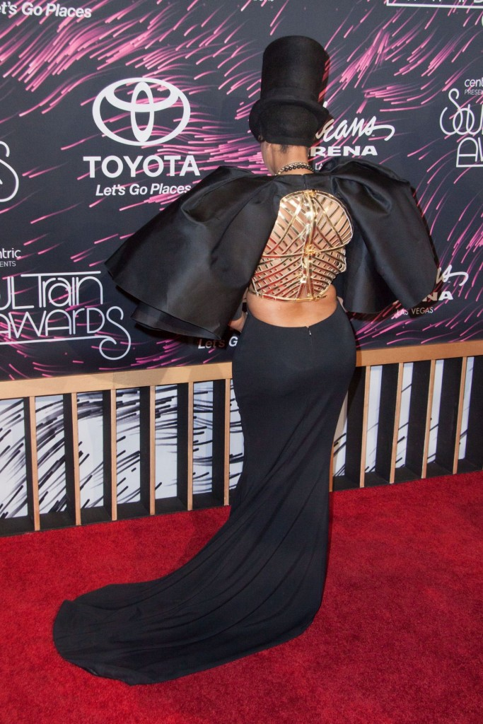 erykah-badu-2015-bet-soul-train-awards-at-the-orleans-arena-in-las-vegas_5