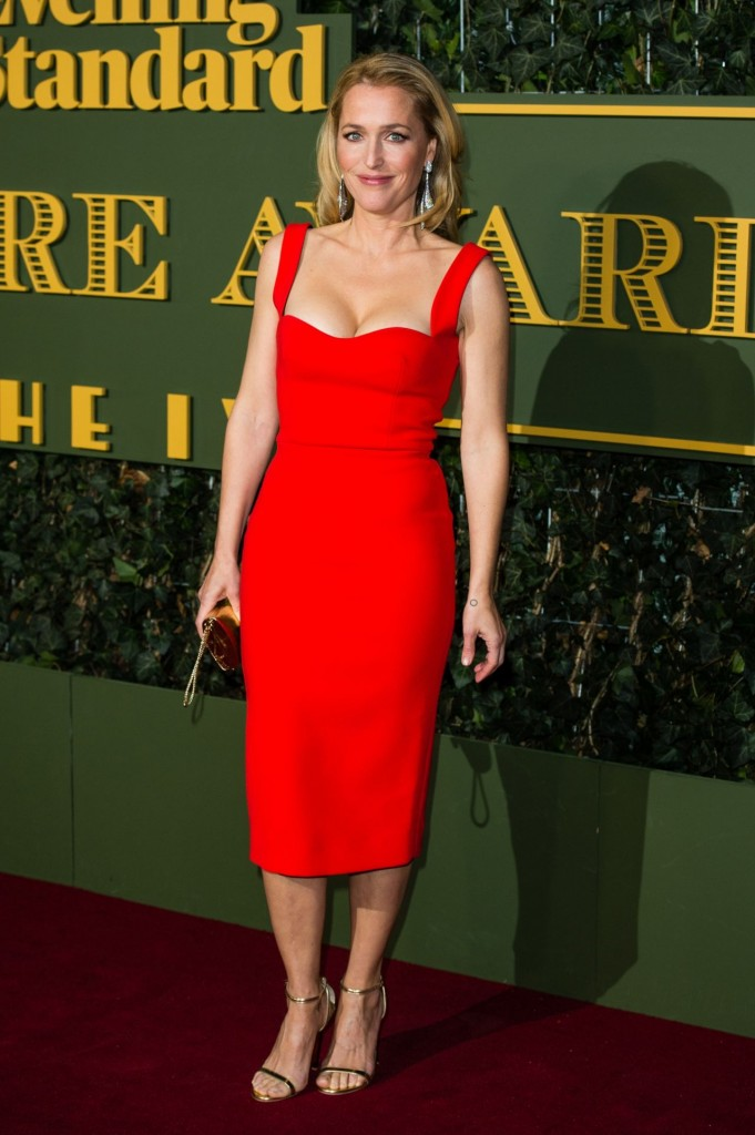 gillian-anderson-evening-standard-theatre-awards-at-the-old-vic-theatre-in-london-11-22-2015_6