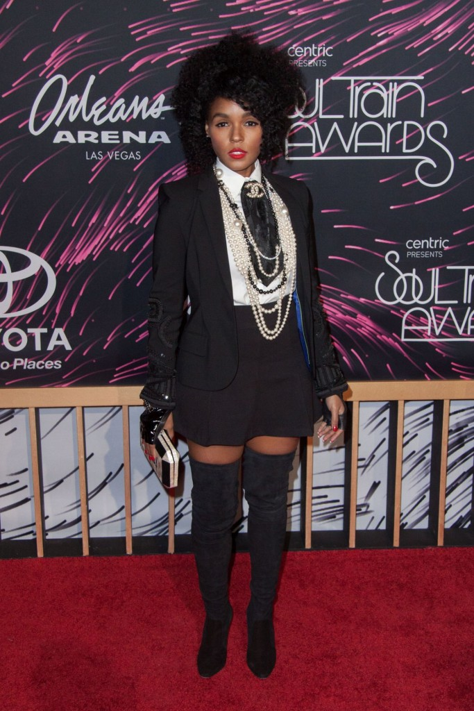 janelle-monae-2015-bet-soul-train-awards-at-the-orleans-arena-in-las-vegas_1