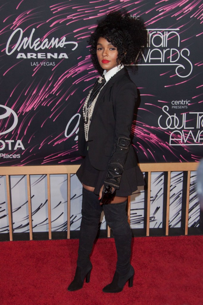 janelle-monae-2015-bet-soul-train-awards-at-the-orleans-arena-in-las-vegas_5