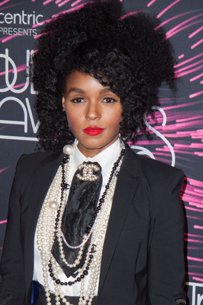 janelle-monae-2015-bet-soul-train-awards-at-the-orleans-arena-in-las-vegas_9