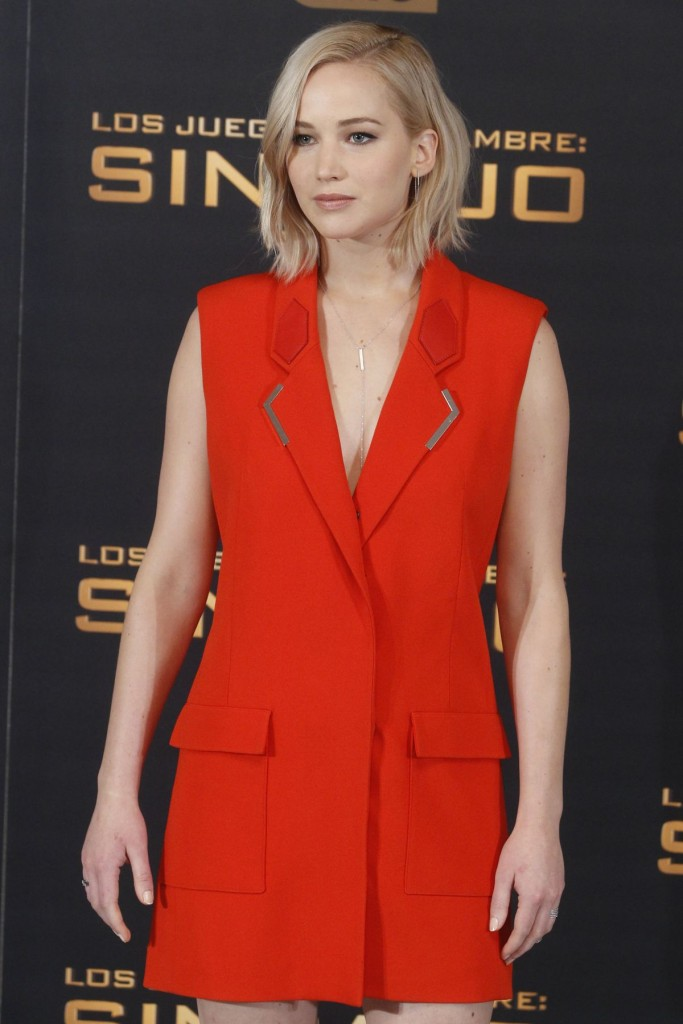 jennifer-lawrence-at-the-hunger-games-mockingjay-part-2-photocall-in-madrid-11-10-2015_1