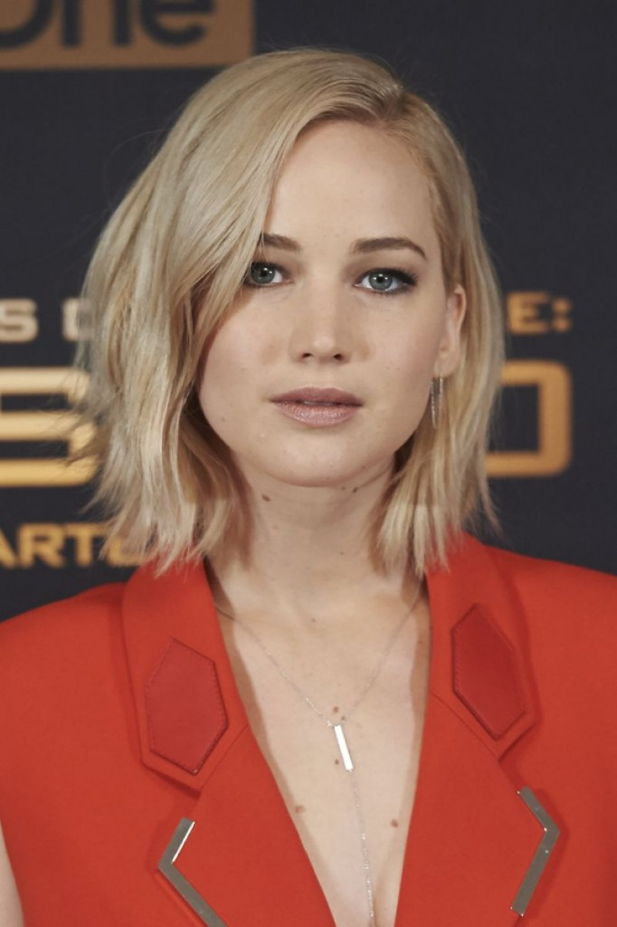 jennifer-lawrence-at-the-hunger-games-mockingjay-part-2-photocall-in-madrid-11-10-2015_11