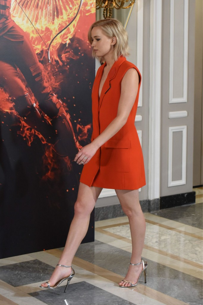jennifer-lawrence-at-the-hunger-games-mockingjay-part-2-photocall-in-madrid-11-10-2015_13