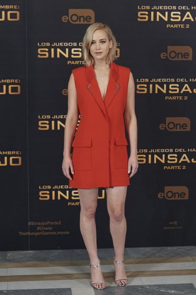 jennifer-lawrence-at-the-hunger-games-mockingjay-part-2-photocall-in-madrid-11-10-2015_3