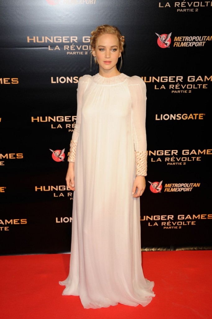 jennifer-lawrence-hunger-games-mockingjay-part-2-premiere-at-le-grand-rex-in-paris_1