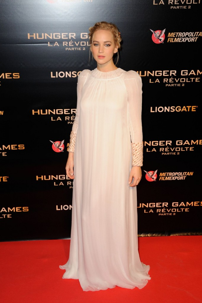 jennifer-lawrence-hunger-games-mockingjay-part-2-premiere-at-le-grand-rex-in-paris_3