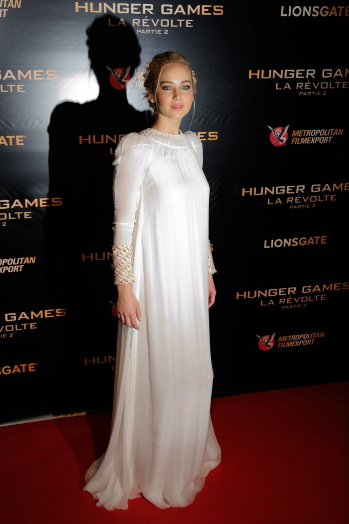 jennifer-lawrence-hunger-games-mockingjay-part-2-premiere-at-le-grand-rex-in-paris_4