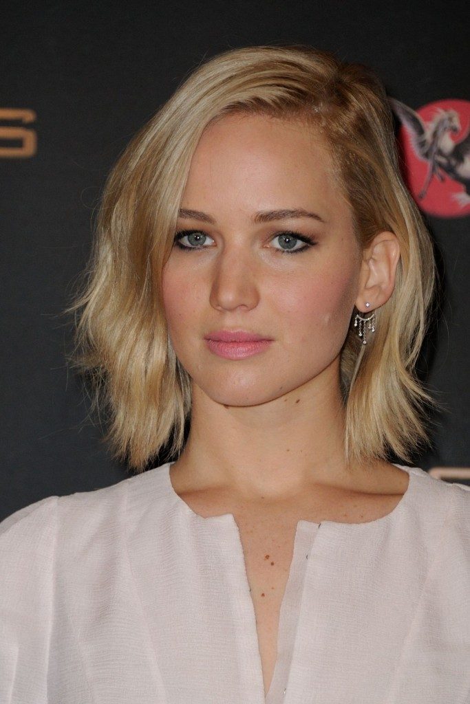 jennifer-lawrence-the-hunger-games-mockingjay-part-2-photocall-in-paris_10