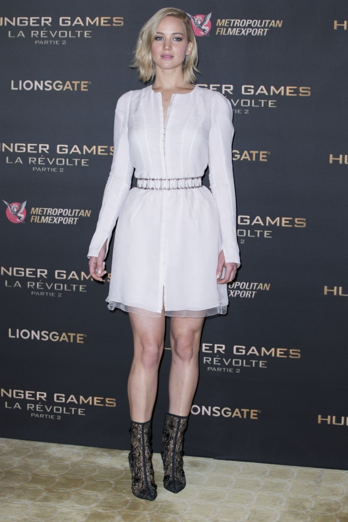 jennifer-lawrence-the-hunger-games-mockingjay-part-2-photocall-in-paris_5