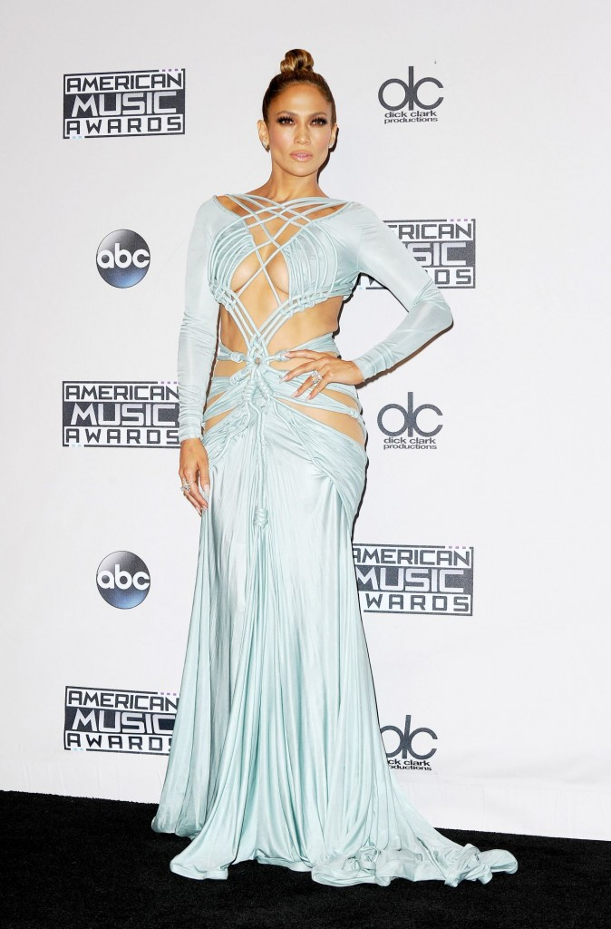 jennifer-lopez-on-red-carpet-2015-american-music-awards-in-los-angeles_1