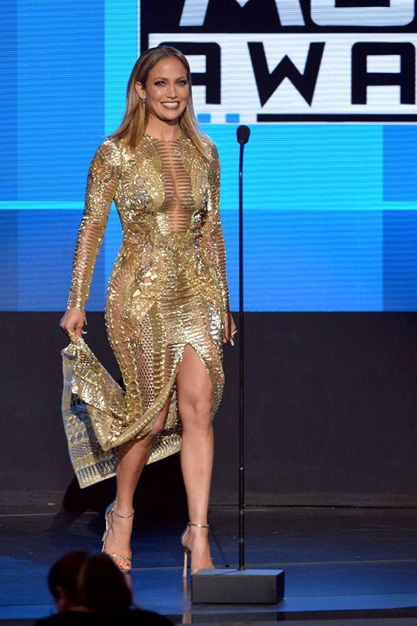 jlo-best-dressed-america-music-awards-3-1