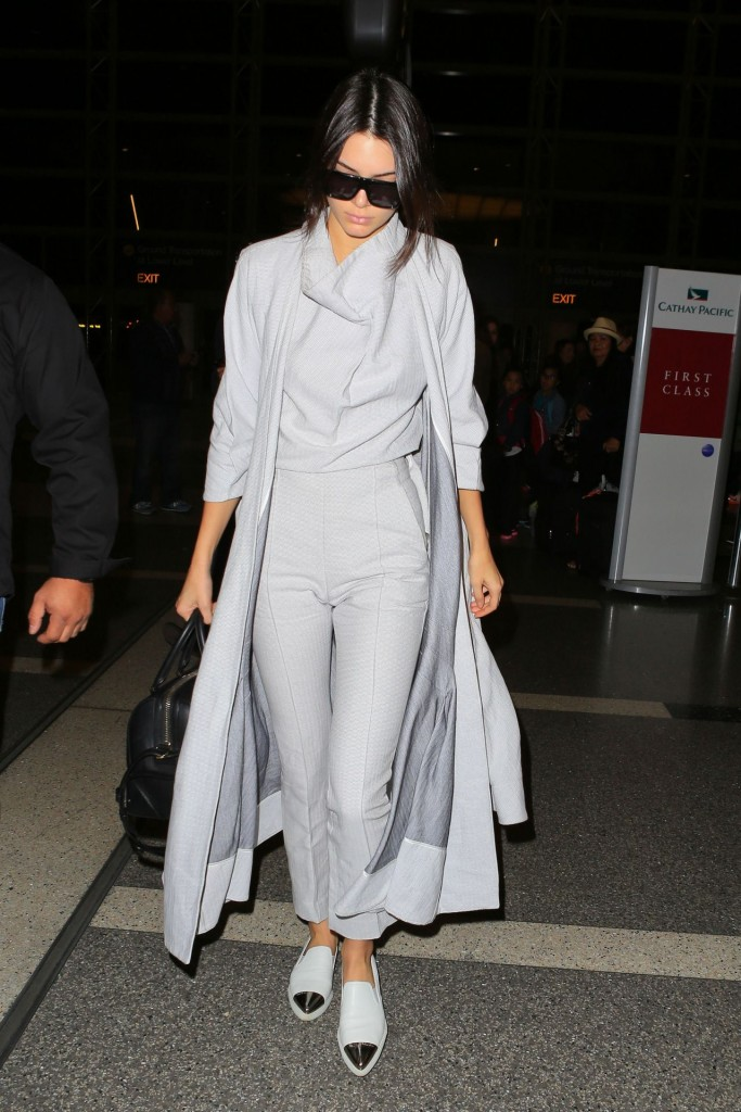 kendall-jenner-airport-style-lax-in-la-november-2015_10
