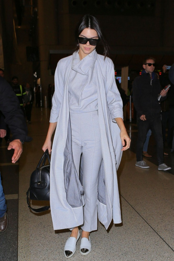 kendall-jenner-airport-style-lax-in-la-november-2015_4