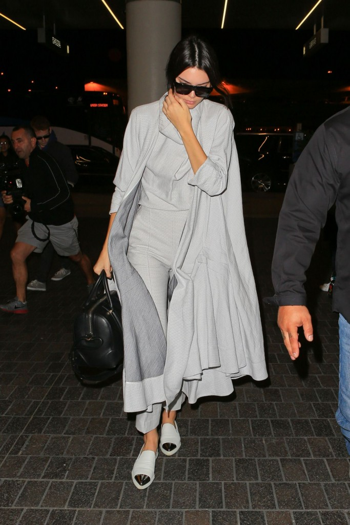 kendall-jenner-airport-style-lax-in-la-november-2015_6