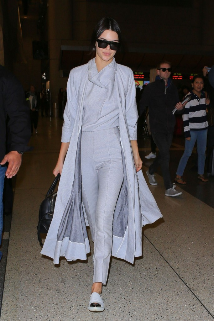 kendall-jenner-airport-style-lax-in-la-november-2015_7