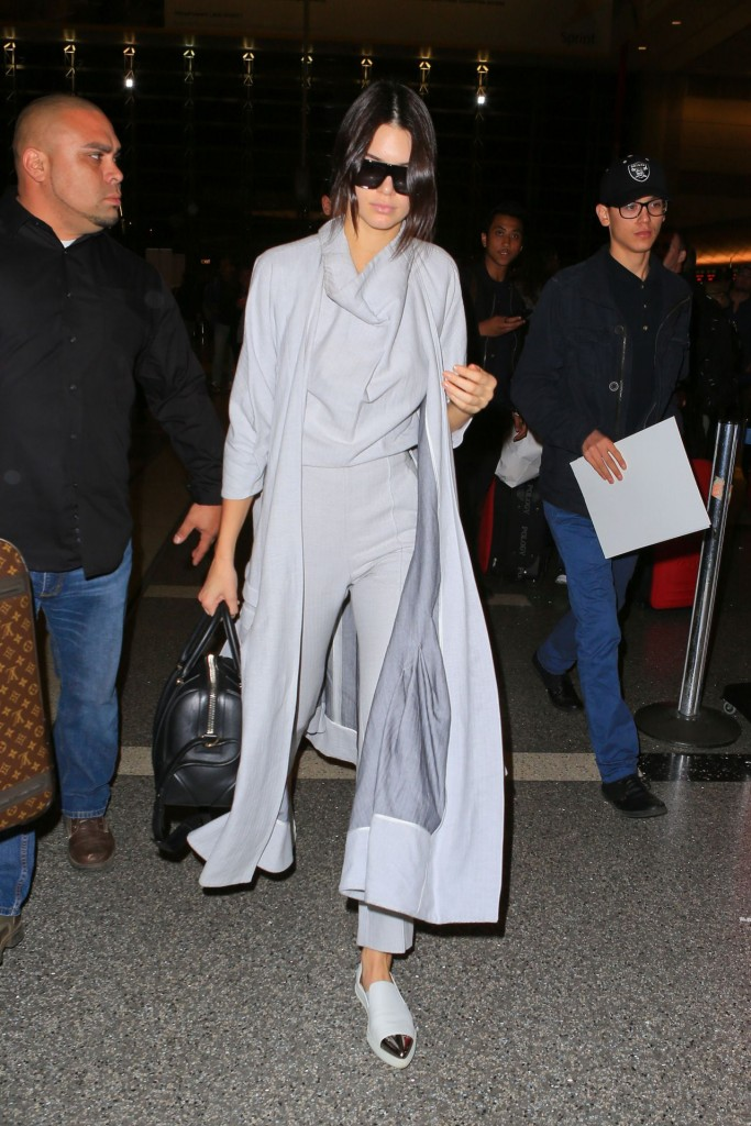 kendall-jenner-airport-style-lax-in-la-november-2015_8