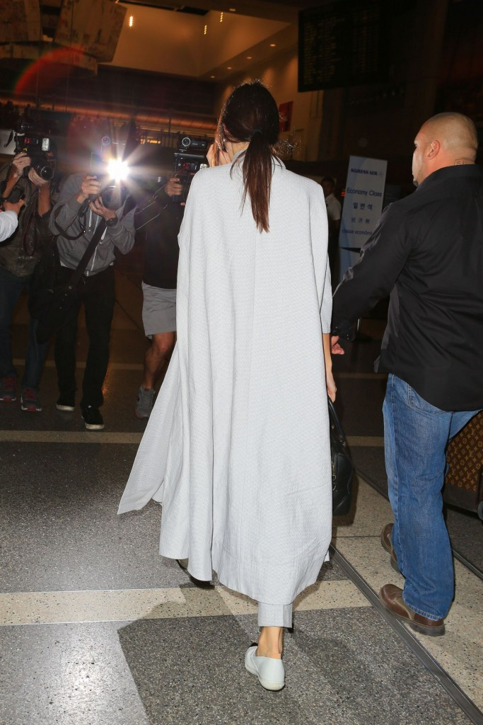 kendall-jenner-airport-style-lax-in-la-november-2015_9