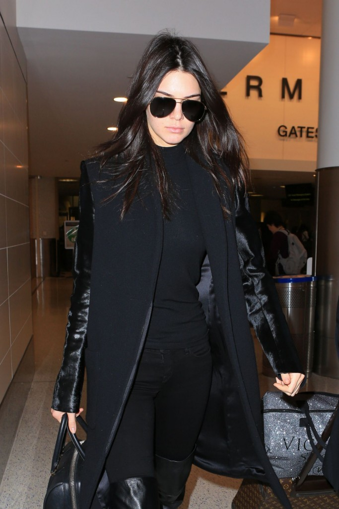 kendall-jenner-at-lax-airport-november-2015_1