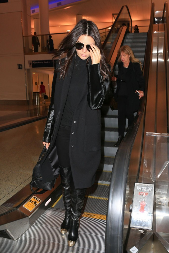 kendall-jenner-at-lax-airport-november-2015_2