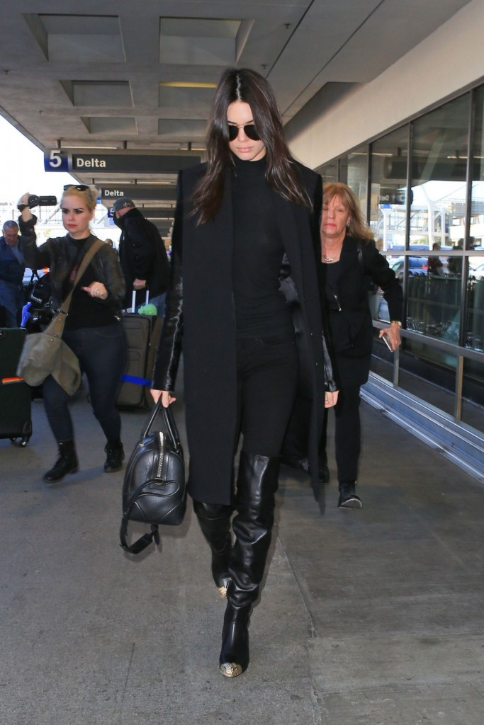 kendall-jenner-at-lax-airport-november-2015_5