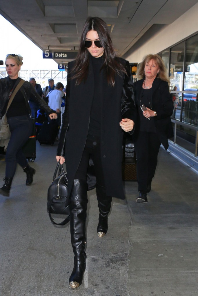 kendall-jenner-at-lax-airport-november-2015_6