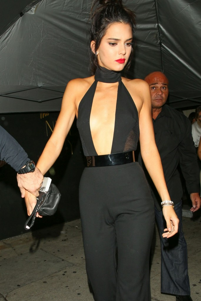 kendall-jenner-night-out-outside-the-nice-guy-in-west-hollywood-november-2015_11