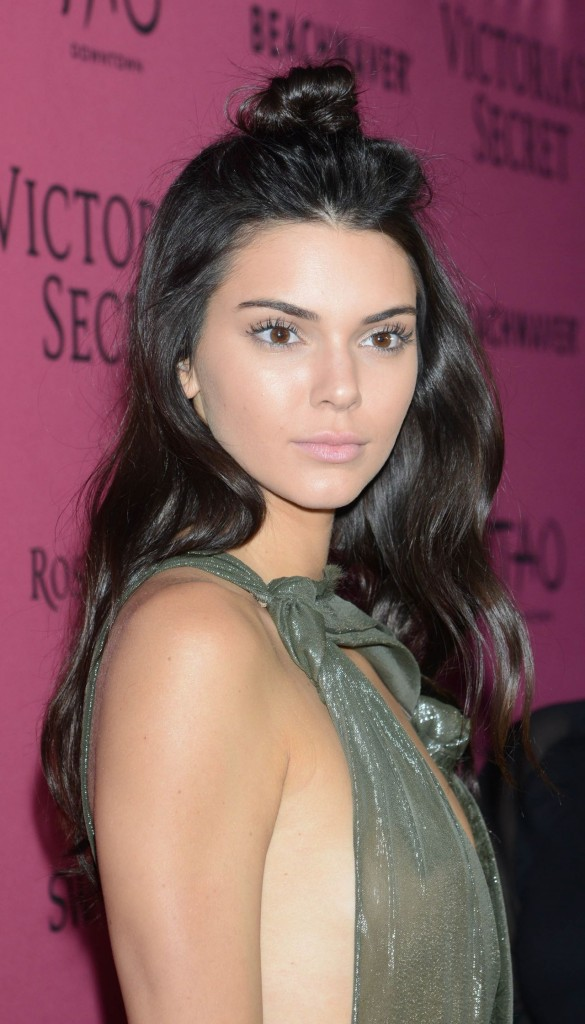 kendall-jenner-victoria-s-secret-fashion-show-in-new-york-november-2015_14