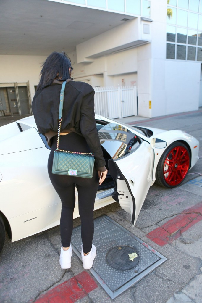kylie-jenner-in-tights-out-in-beverly-hills-november-2015_12