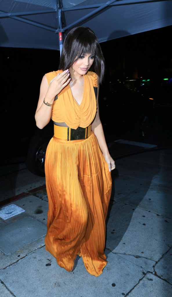 kylie-jenner-night-out-at-the-nice-guy-in-west-hollywood-november-2015_5-1