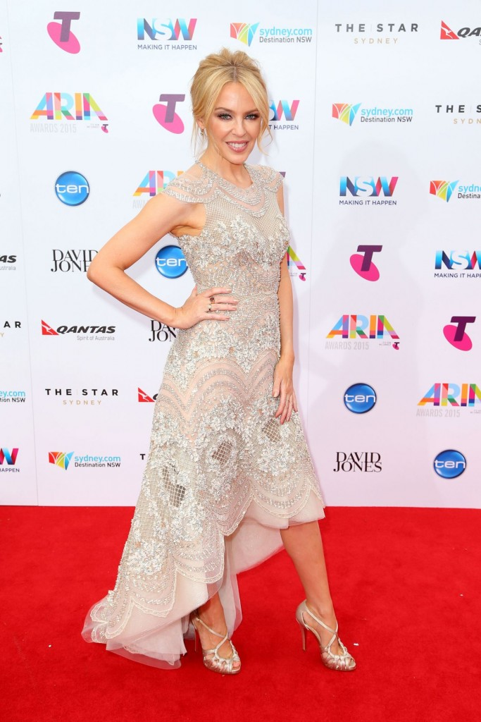 kylie-minogue-2015-aria-awards-in-sydney_4