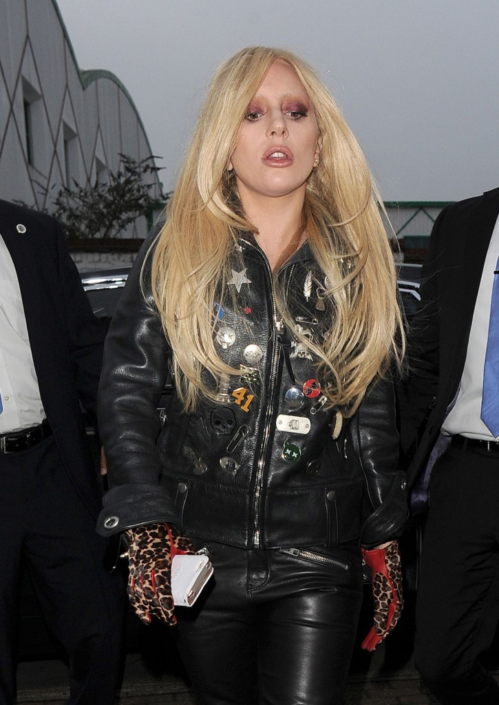 lady-gaga-in-leather-outfit-arrives-at-a-recording-studio-in-north-london-november-2015_1