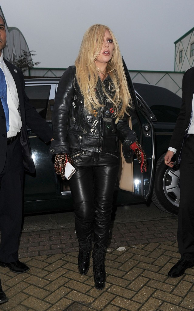 lady-gaga-in-leather-outfit-arrives-at-a-recording-studio-in-north-london-november-2015_6-1