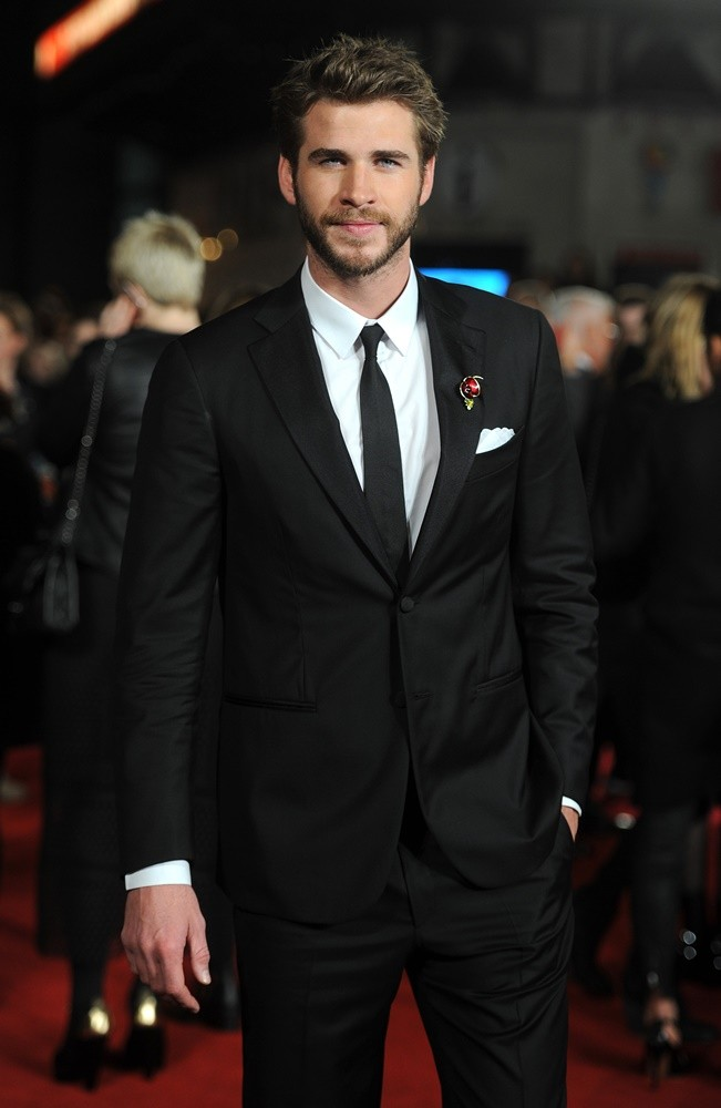 liam-hemsworth-uk-premiere-mockingjay-part-2-02