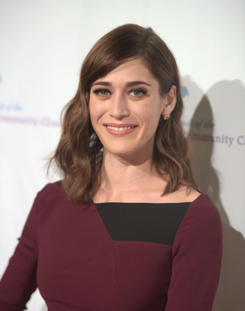 lizzy-caplan-saban-community-clinic-s-39th-annual-dinner-gala-in-beverly-hills_8