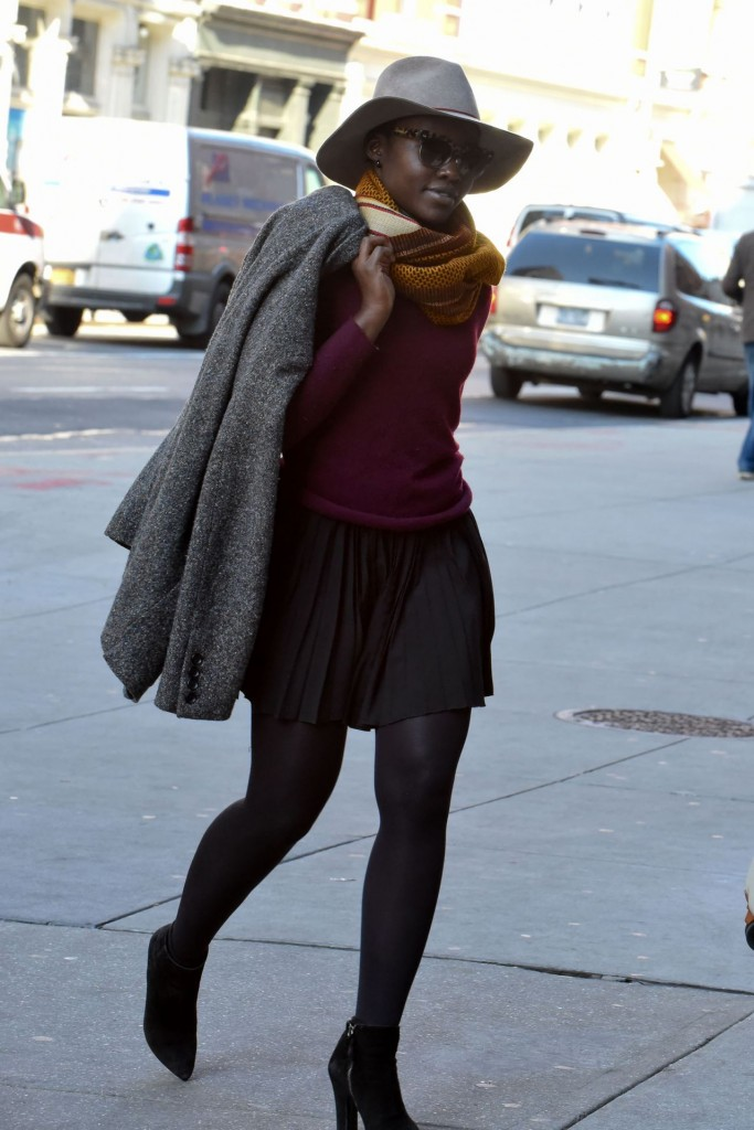 lupita-nuong-o-in-mini-pleated-dress-and-purple-top-at-public-theater-in-nyc-november-2015_10