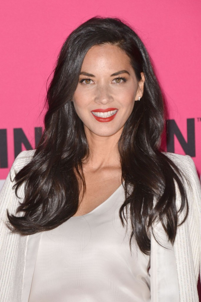 olivia-munn-at-t-mobile-un-carrier-x-11-10-2015_11