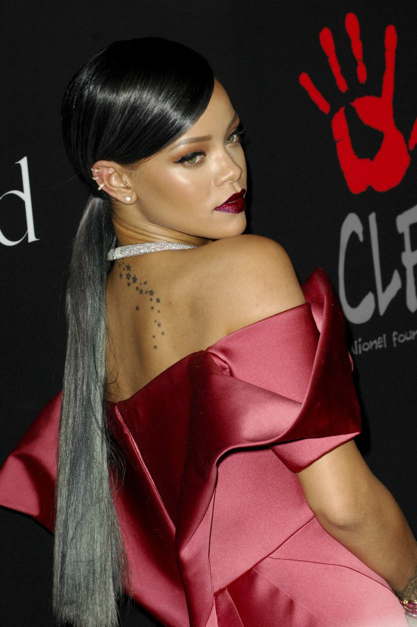rihanna- pony-tail