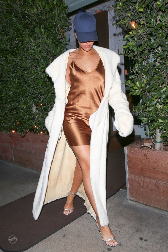 rihanna-night-out-style-leaving-giorgio-baldi-restaurant-in-la-november-2015_10