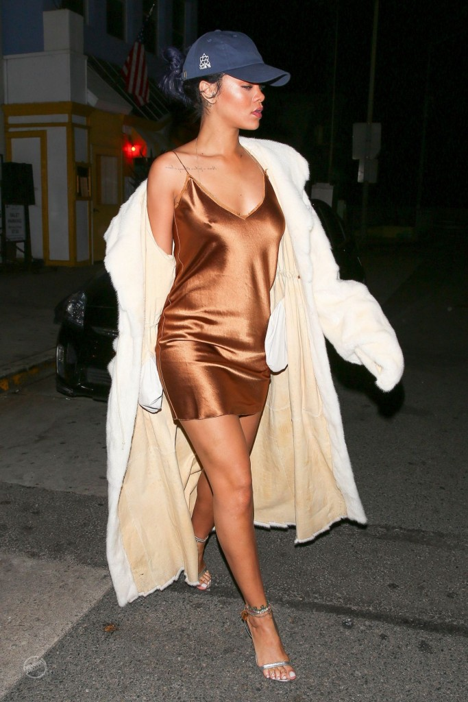 rihanna-night-out-style-leaving-giorgio-baldi-restaurant-in-la-november-2015_15