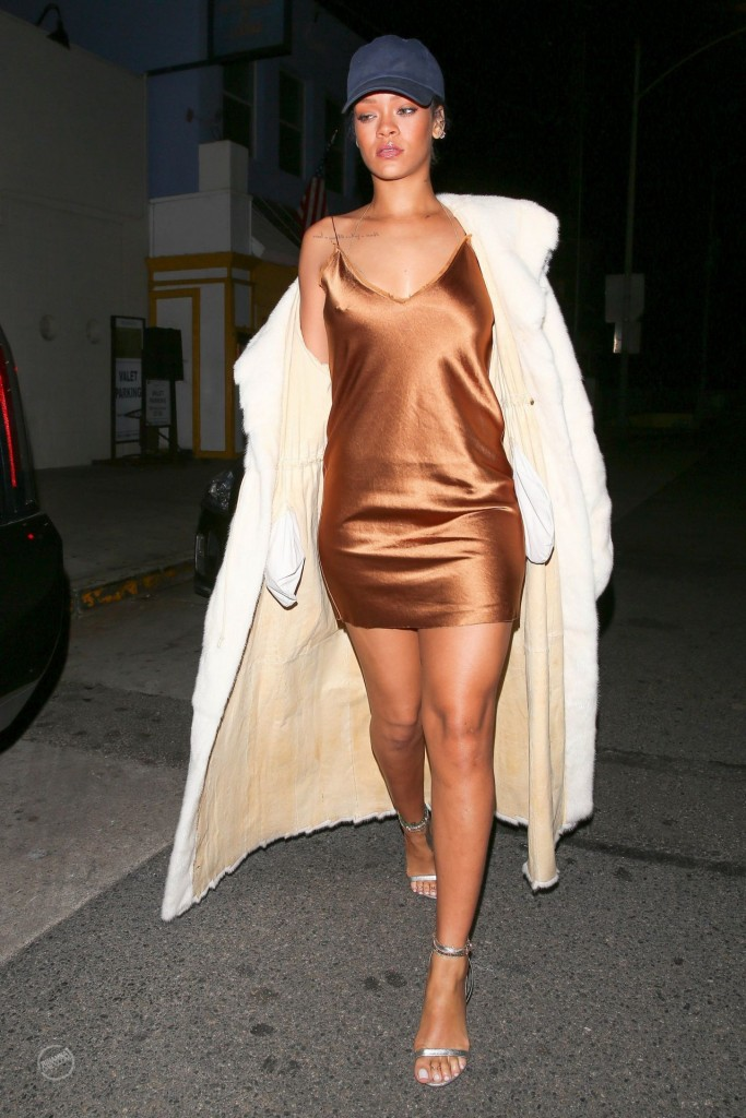 rihanna-night-out-style-leaving-giorgio-baldi-restaurant-in-la-november-2015_4