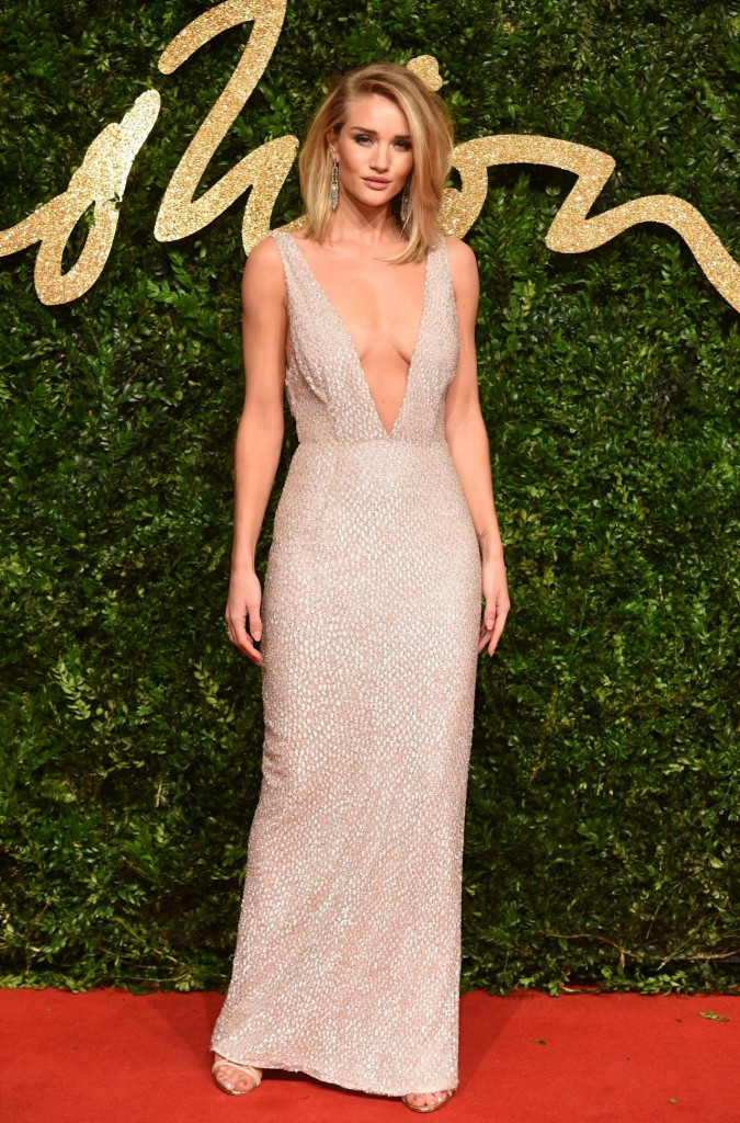 rosie-huntington-whiteley-british-fashion-awards-2015-in-london_1