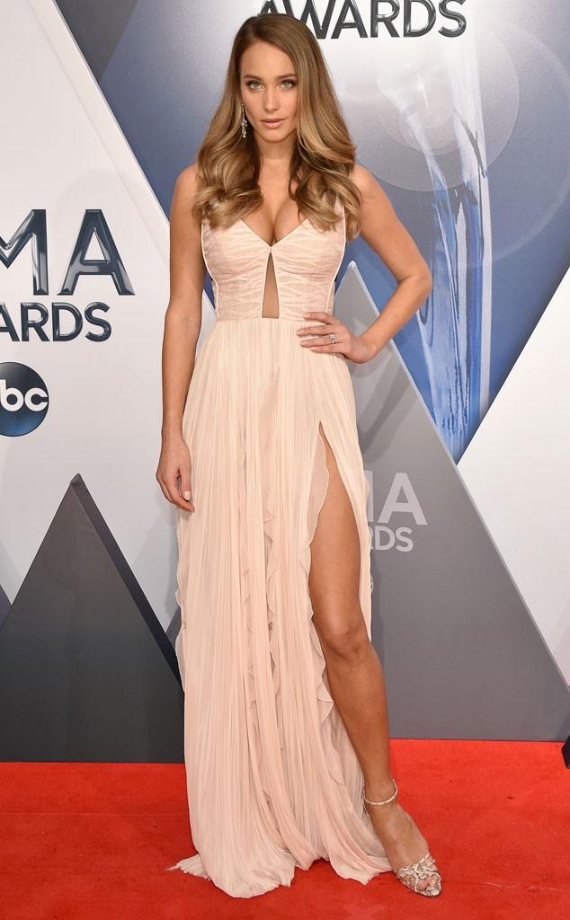 Hannah- Davis-2015- CMA -Awards- Red -Carpet