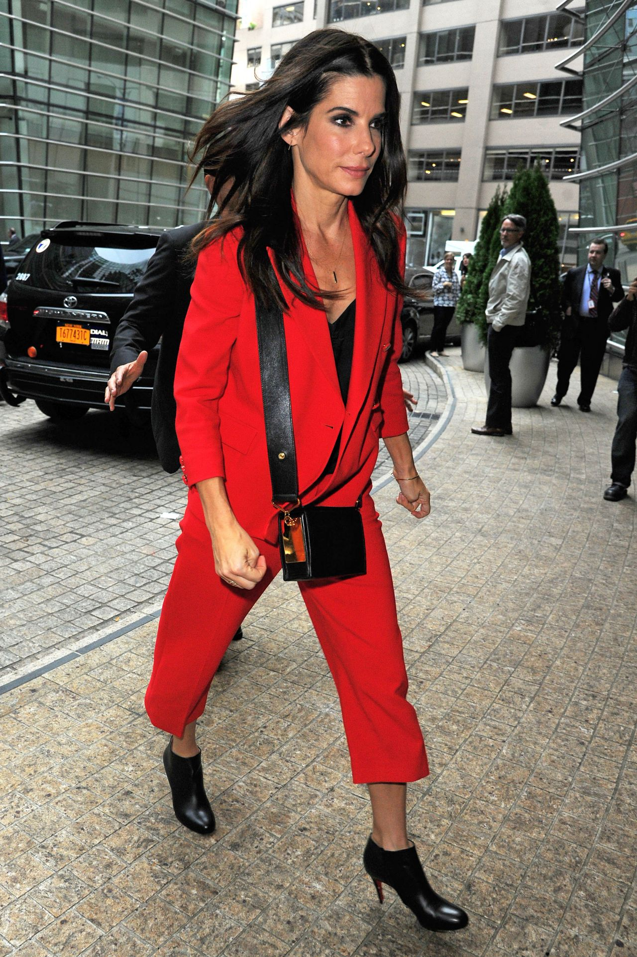 Sandra bullock at the office building in midtown october 2015 fashionsizzle Fashion style october 2015