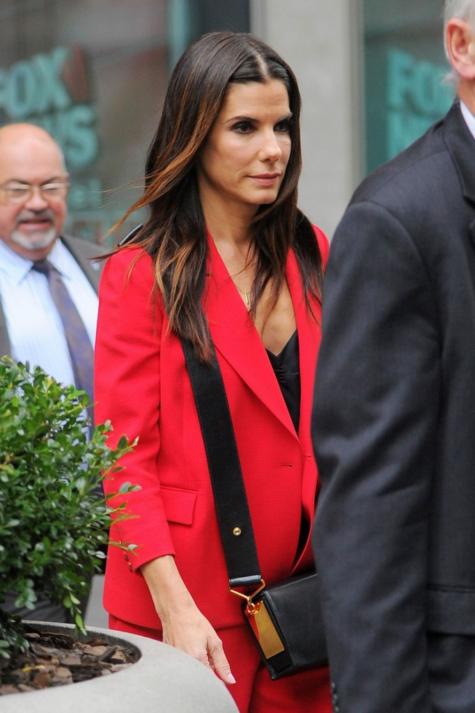 sandra-bullock-at-the-office-building-in-midtown_1-1