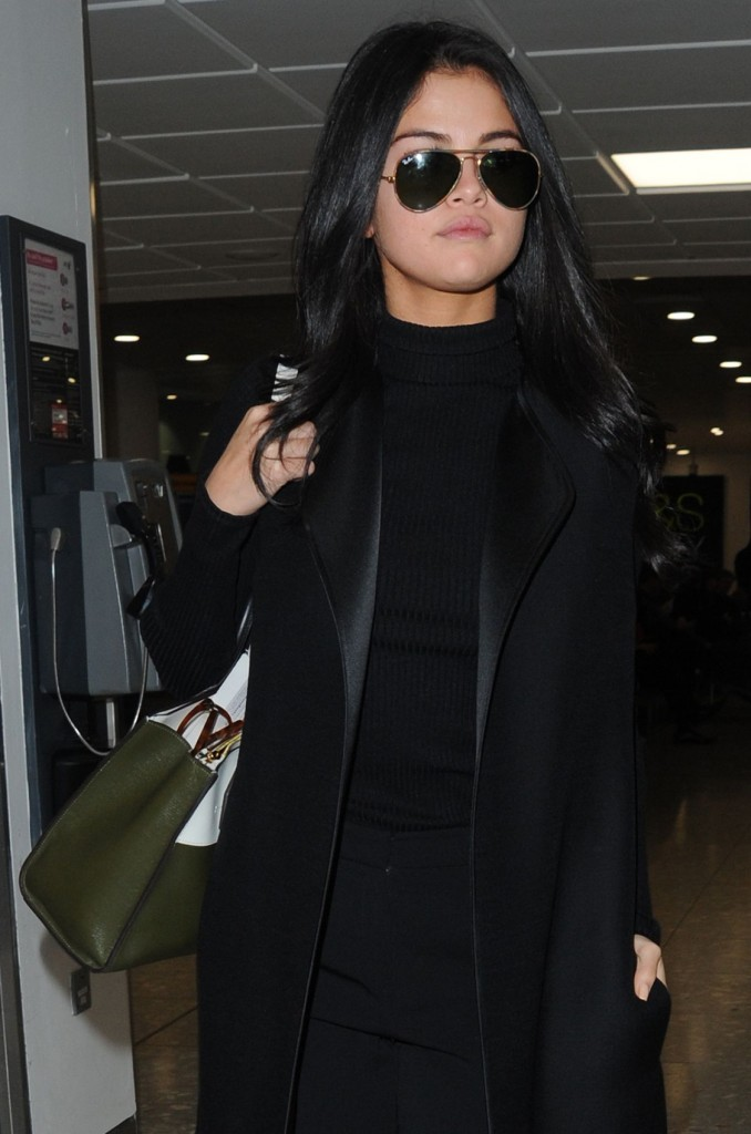 selena-gomez-at-london-s-heathrow-airport-november-2015_1
