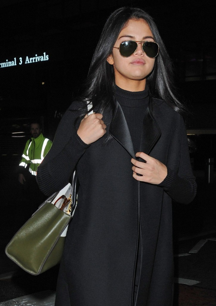 selena-gomez-at-london-s-heathrow-airport-november-2015_11