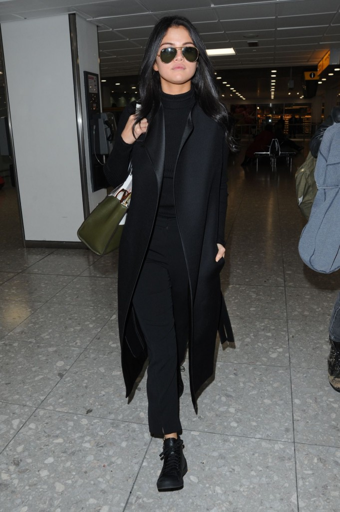 selena-gomez-at-london-s-heathrow-airport-november-2015_7